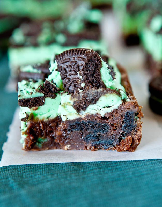 Triple Layer Fudgy Mint Oreo Brownies by loveveggiesandyoga: Heads up for St. Patrick's Day! #MInt_Oreo_Brownies #loveveggiesandyotaRecipe, Oreo Brownies, Triple Layered, Mint Brownies, Layered Fudgy, Fudgy Mint, Chocolates Oreo, Oreo Mint, Mint Oreo