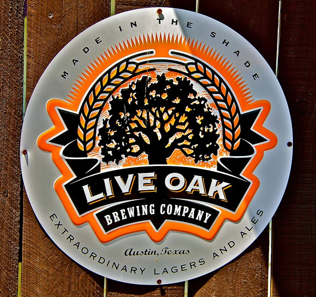austin // texas // beer logos // the draught house: stark and simple  http://www.draughthouse.com/