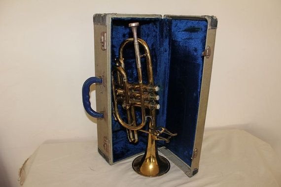 Check out this item in my Etsy shop https://www.etsy.com/listing/251493147/vintage-1950s-holton-collegiate-cornet