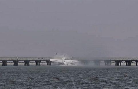 China: Un Hidroavión Choca Contra Un Puente En Shanghái Causando 5 Muertos