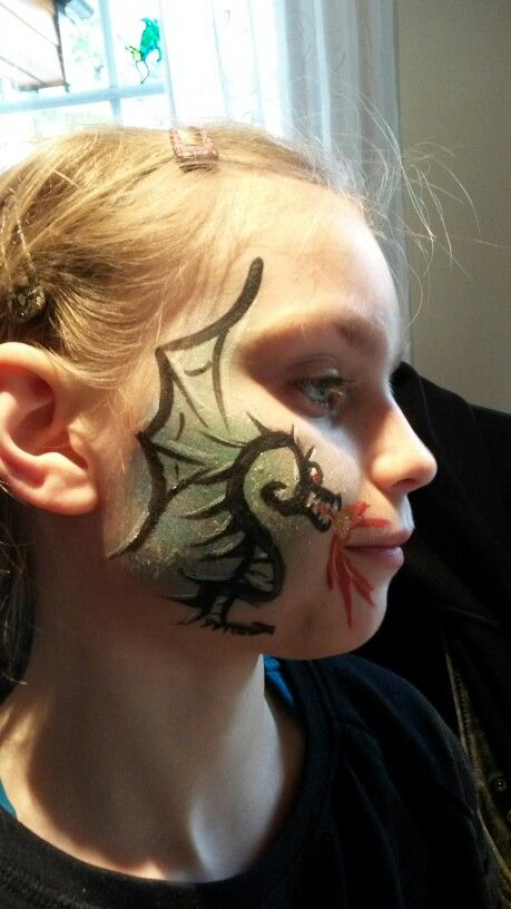 Dragon facepainting kids