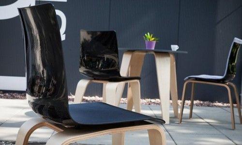 PIGI to krzesła i stoły o niejednoznacznym charakterze zrodziły się w głowie Anna Vonhausen, która wraz z zespołem [sitart] by SITAG Formy Siedzenia oferuje produkty wykraczające poza biurową przestrzeń.