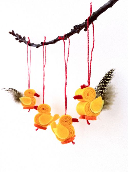 Rooster & hen Easter ornaments - cute and easy to make! the tutorial is available for free!