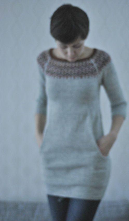 Jag blockade visst lite slarvigt för klänningen är lite skrynklig, jag hoppas det rättar till sig efter lite användning. 1350 ...