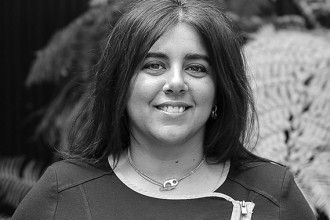 """""""MARIA ADÉLIA CARVALHO, ALFACINHA DE GEMA, NASCEU EM LISBOA HÁ 44 ANOS. DESDE SEMPRE DESPERTA PARA O MUNDO DA COMUNICAÇÃO, ADÉLIA TRABALHA NO SETOR..."""" Adelia Carvalho"""