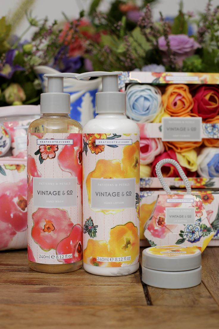 VINTAGE & CO PATTERNS AND PETALS   Fragrance Notes: Bergamot, Pink Pepper, Narcissus, Rose, Vanilla, Cedarwood and Vetiver  A gentle hand wash and light, moisturising hand lotion enriched with glycerin and vitamin E each scented with crisp confident notes of bergamot and pink pepper for well designed and richly formulated cleansing and hydrating hand care.