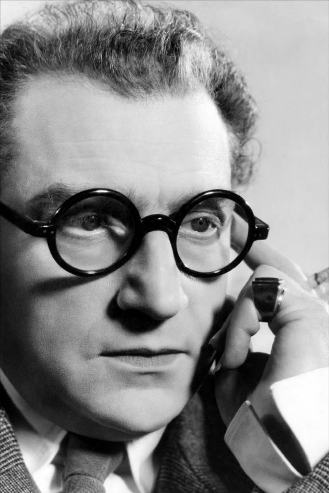 Les Perles de la couronne - Sacha Guitry author, actor, director, one of the wittiest men ever!
