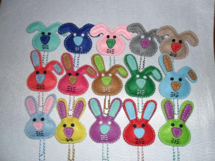 coelhos para pascoa em feltros marca-pagina