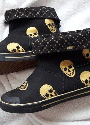 Kaufe meinen Artikel bei #Kleiderkreisel http://www.kleiderkreisel.de/damenschuhe/stiefel/160939771-vans-boots-stiefel-damen-38-schwarz-gold-totenkopfe