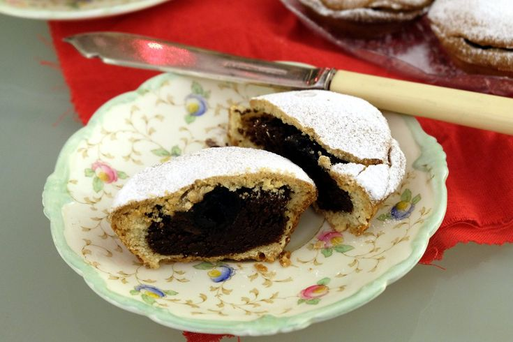 A typical cake from the beautifl Abruzzo region: bocconotti. Perfect with a coffee or a hot chocolate!