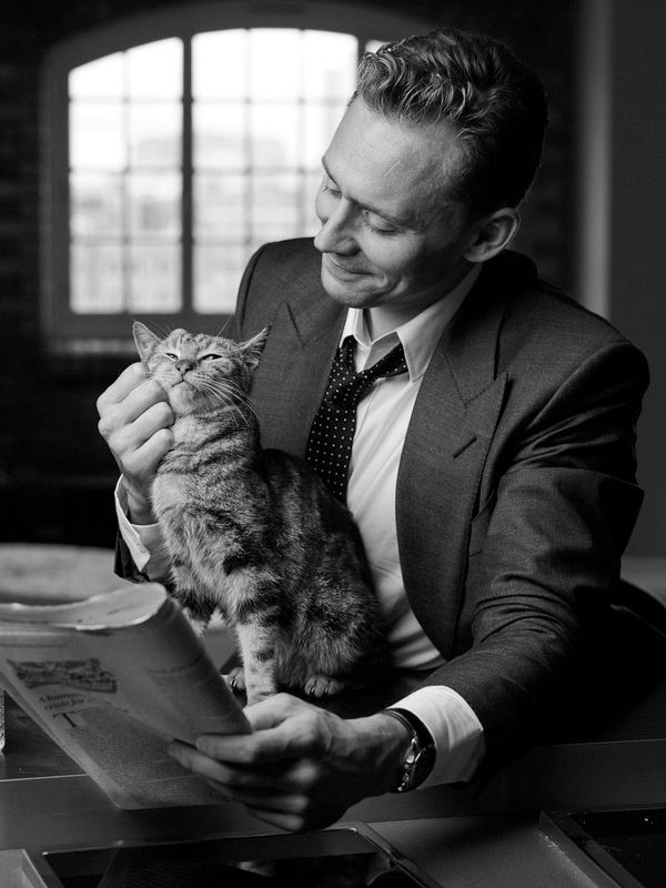 Tom Hiddleston photographed by Charlie Gray. Source: Torrilla. Click here for full resolution: http://ww4.sinaimg.cn/large/6e14d388gw1f8k22qeyetj20rs0m8tct.jpg