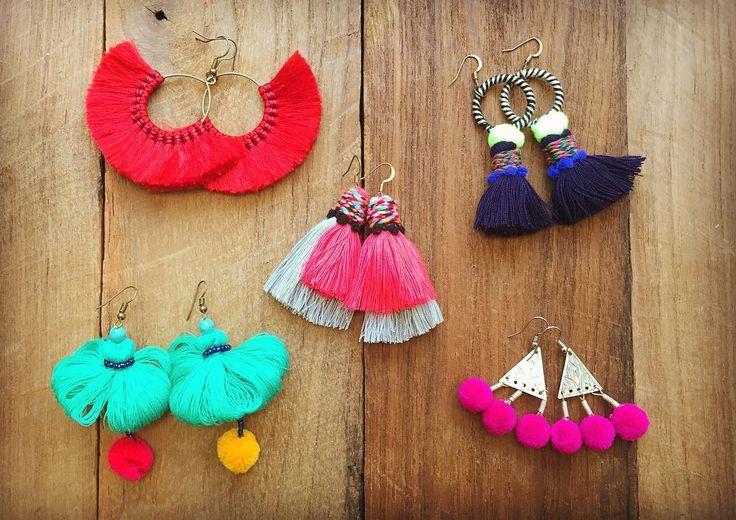 color. 日に日に冬の気配を感じる 街の中の色も段々落ち着いてきた 色が恋しくなっちゃう 耳元飾る色色々あります #thailand #chiangmai #colorful #pompom #kitsch #earring #boho #ethnic #fashion #handmade #color #handcrafted #forklore #タイ #雑貨 #チェンマイ #ピアス #ポンポン #タッセル #ハンドメイド#キッチュ #カラフル #エスニック #ファッション #フォークロア #色彩