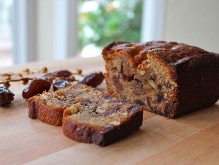 Date-nut-cake recipe for the High Holidays: Rosh Hashana & Yom Kippur. Sweet cake for a sweet new year :)