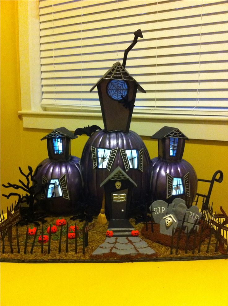 Pumpkin decorating contest: haunted house, pumpkin contest, pumpkin decorating, Halloween