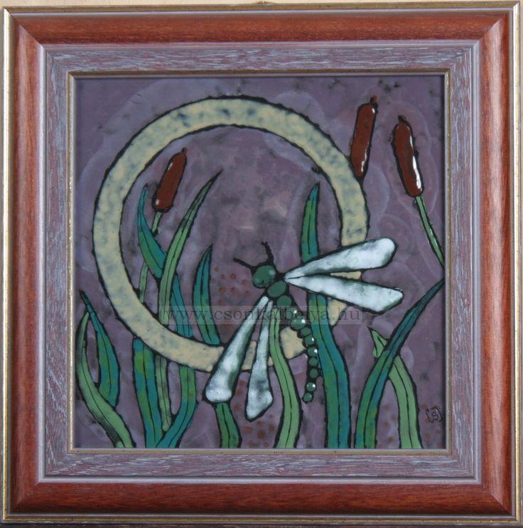 Téma: Szitakötő / Dragonfly Technika: tűzzománc / enamel Anyaga: vörösréz, ékszerzománc Mérete: 21 x 21 cm