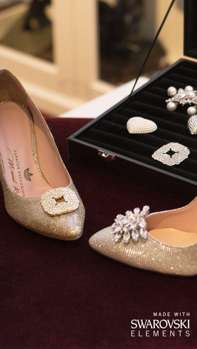 Tus zapatos se ponen guapos!!!! 😙👠 Adornos de cristal Swarovski. Joyas para tus pies!!!! ❤️💕 #ZapatosdeVerdad #handmade #woman #NoWords #MyShoes #ManuelReinaShoes #CustomShoes #SonParaTi #ManuelReina #Goya30 #sabado #PasionPorLaModa #SonParaMi #LosQuiero #GoldShoes #ZapatosCasual #LocaPorLosZapatos #manoletinas #style #moda #boutique #tendencias2017 #estilo #mujer #primavera #sanIsidro #swarovski #swarovskiCrystals