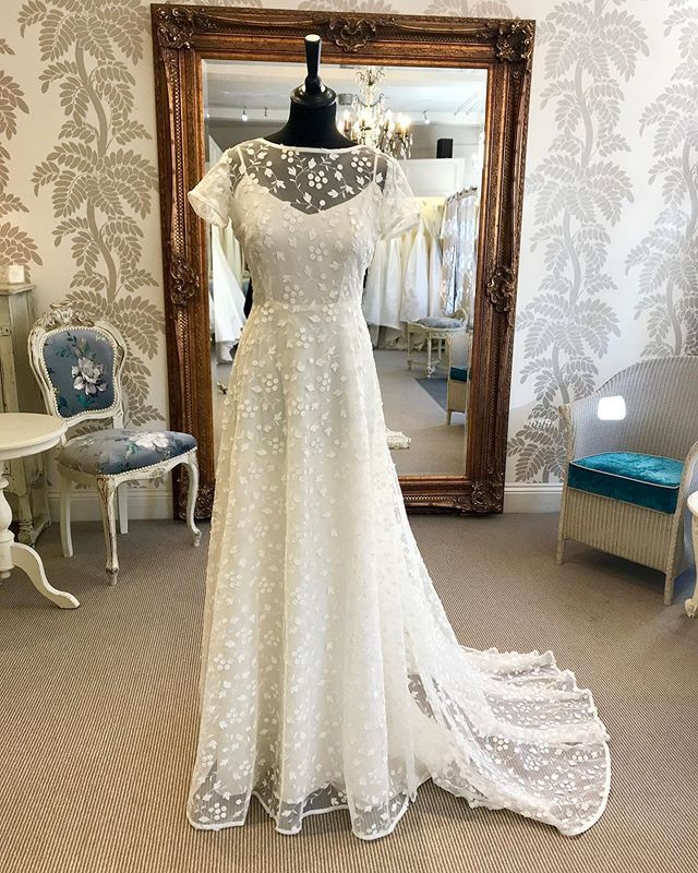 Pin By Carina Baverstock Couture Lu On Wedding In 2020 Wedding Dress Couture Beautiful Wedding Dresses Dresses