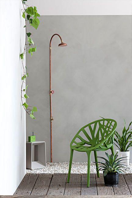 Ducha de exterior hecha de cobre... ¡perfecta para refrescarse en verano! #jardindecobre