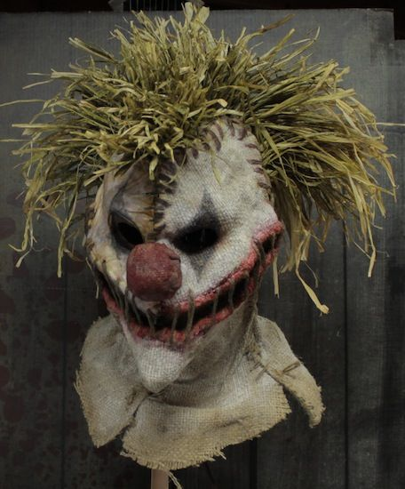 love this clown/scarecrow hybrid mask!!!