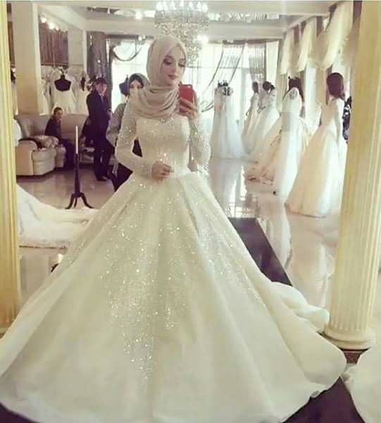 Though I'm not Muslim myself, I think Muslim wedding dresses and hijabs are so beautiful.