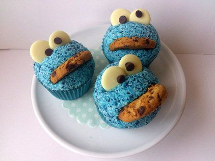 Cookie Monster Tutorial - by DollybirdBakes @ CakesDecor.com - cake decorating website
