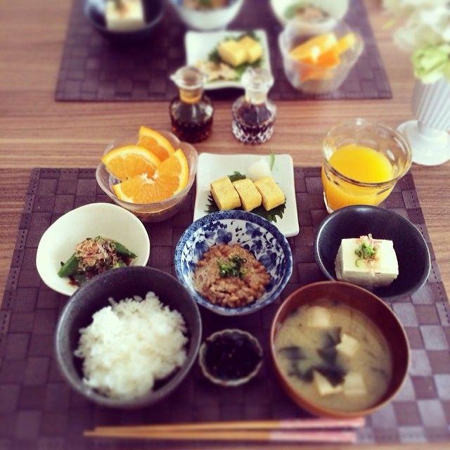 .@maricottii | 昨日飲み過ぎの旦那さんのために今日はあっさり和食◡̈⃝ 喜んでた ♩ #朝ごはん#和食 | Webstagram