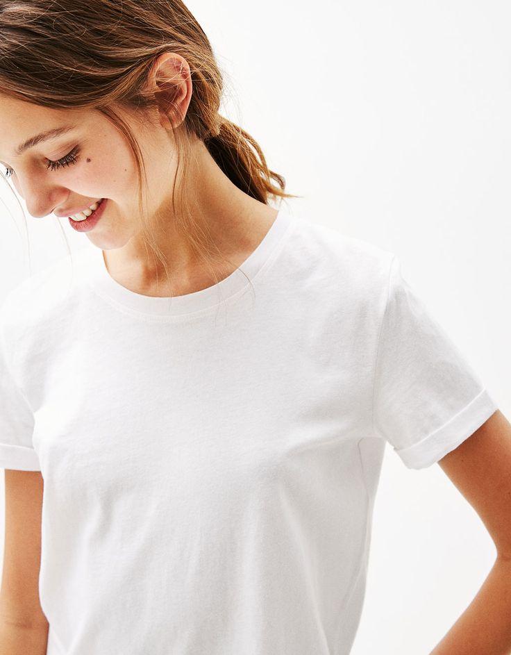 Pamučna majica s podvinutim rukavima - Majice - Bershka Hrvatska