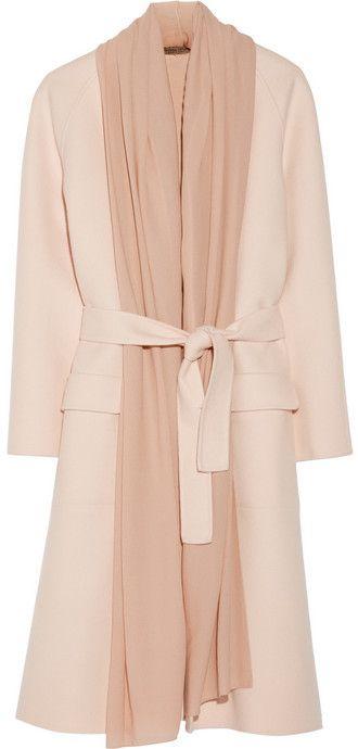 €4,901, Manteau rose Bottega Veneta. De NET-A-PORTER.COM. Cliquez ici pour plus d'informations: https://lookastic.com/women/shop_items/131998/redirect