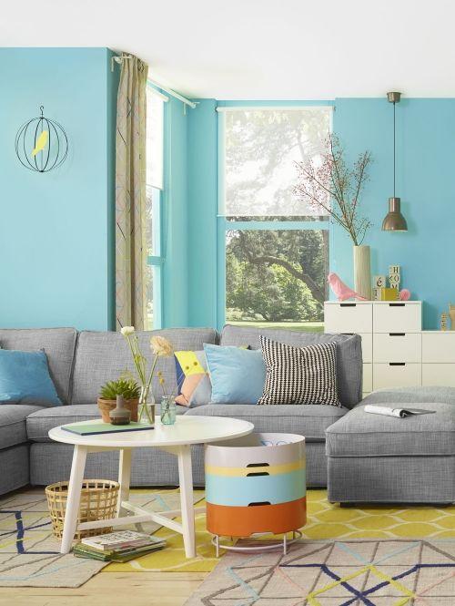 #dagrommel van Ikea Ikea weet als de beste raad met rommel. Niet alleen barst de Zweedse gigant van de opbergers en slimme oplossingen, gedurende negen weken komt er iedere week een filmpje online waarin een blogger een ruimte in huis aanpakt. In elk filmpje staat een andere ruimte in huis centraal. Hoe geef je bijvoorbeeld al je badkamerspullen een plekje en hoe zorg je dat de keuken netjes blijft? Het laatste filmpje draait om recyclen en weggooien. Daarnaast kunnen klanten al hun vragen…