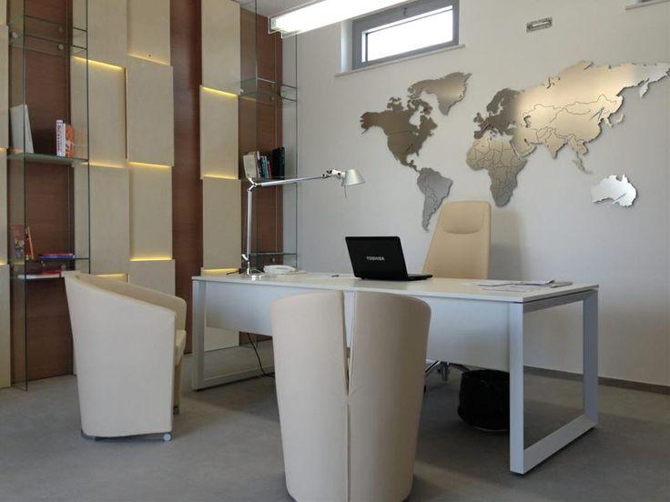 Arredo design italia orologio agenzia viaggi travel for Arredamento agenzia viaggi