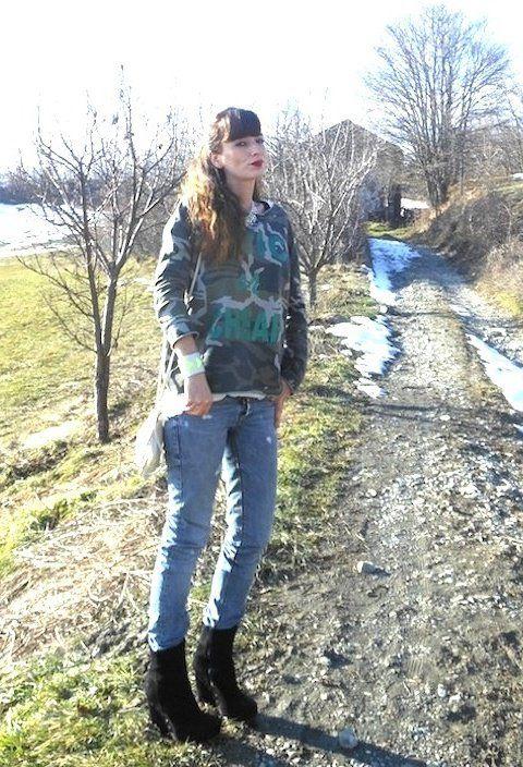 GLITTER CAMO  , Risskio in Sweaters, Purple Sartorial denim in Jeans, Femblu in Ankle Boots / Booties, NeonGeo in Jewelry, Risskio in Clutches