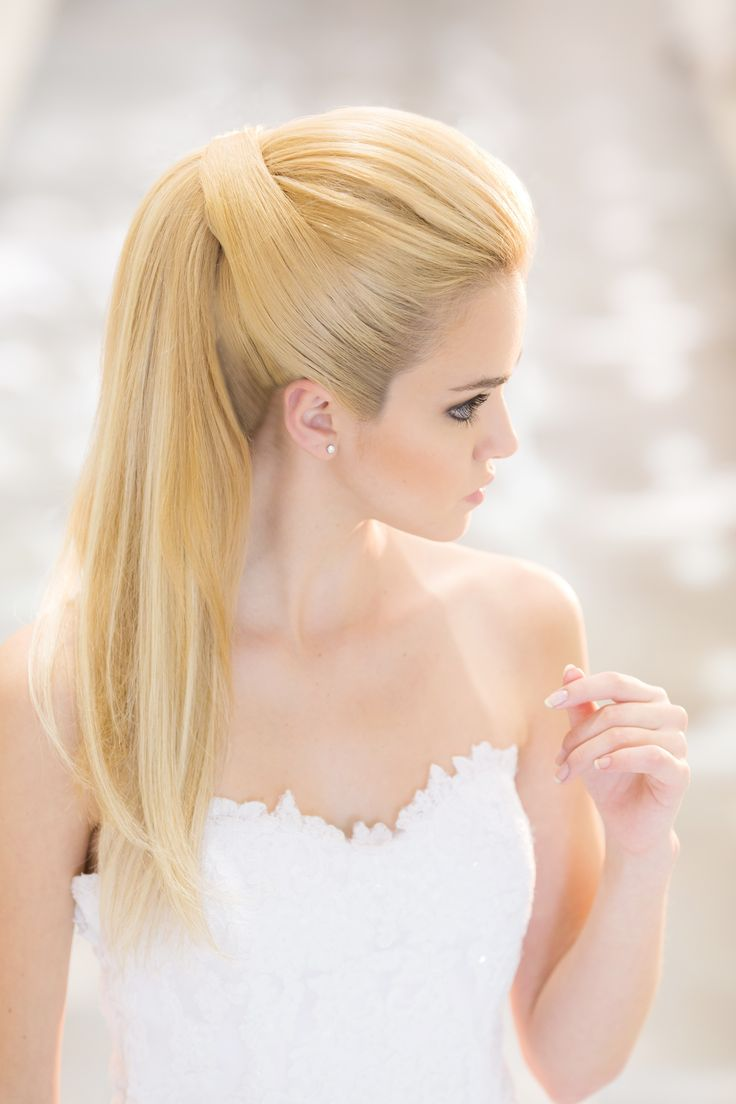 Resultado de imagem para penteados de casamento para cabelos lisos