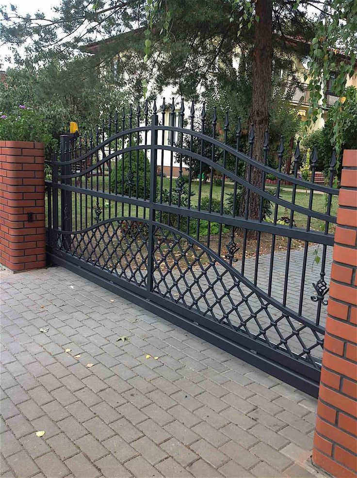 The 25 best iron gates driveway ideas on pinterest iron for Aluminum gates for driveways