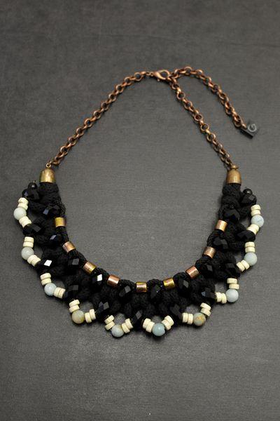 Schwarze Kragenkette mit Amazonit Perlen von Gudbling auf DaWanda.com
