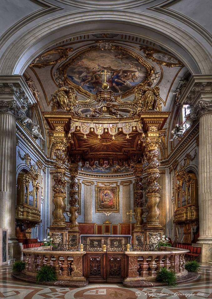 Cattedrale di S.Feliciano a Foligno . Chi ha visto S.Pietro a Roma noterà qualcosa...