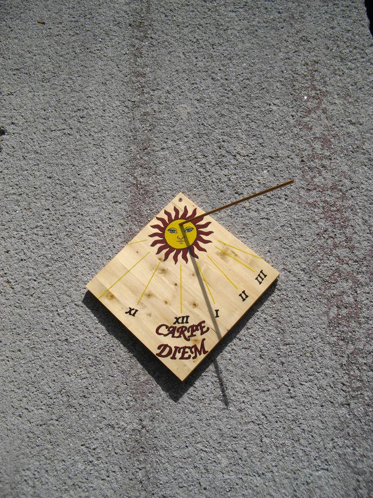Sluneční hodiny na domečku