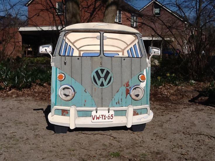 Volkswagen bus T1 gemaakt van sloophout door Henri Wittenberg