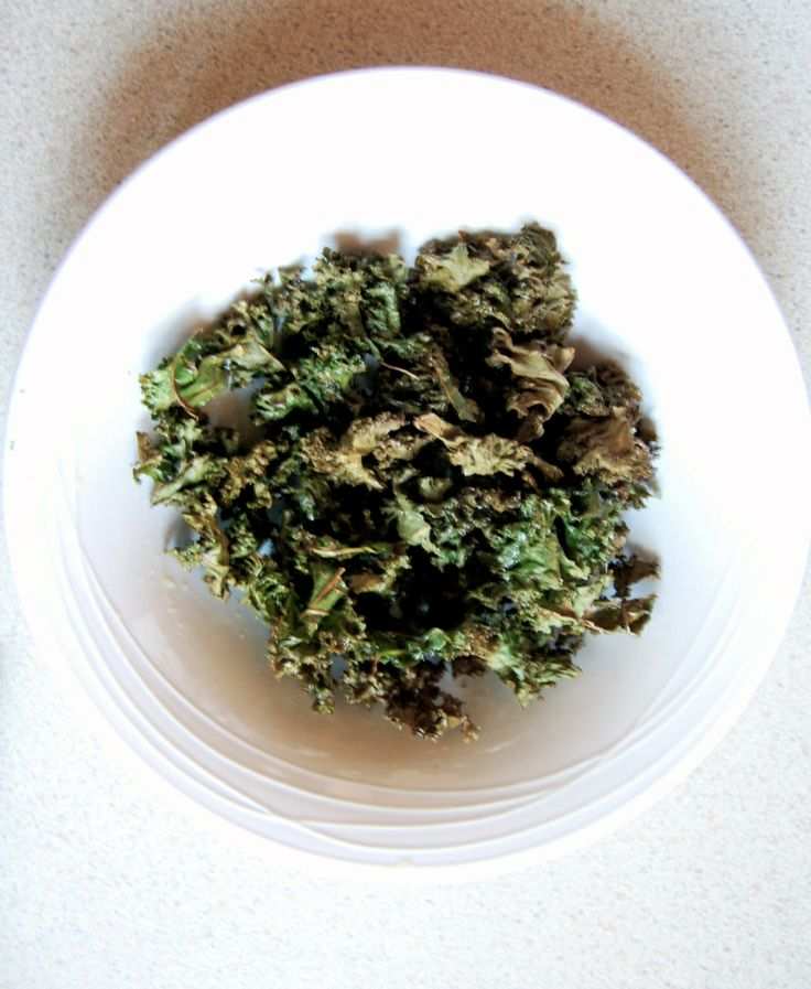 If you're looking for a healthy, crunchy snack, you can't go passed kale chips. I am obsessed with them! (I'm actually eating them while typing this) You can use any type of kale to make kale chips – I like to use curly kale for my chips because it breaks off in perfect little portions to cook and you don't have to cut it!