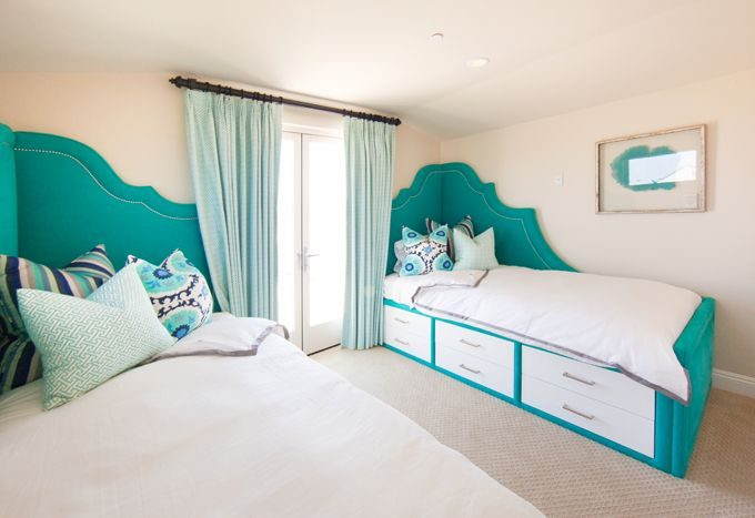 Best 25 turquoise headboard ideas on pinterest dinning for Turquoise bed frame