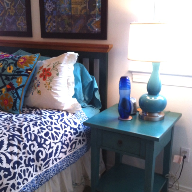This is what I want for a bedroom! Mix of color with Blue.