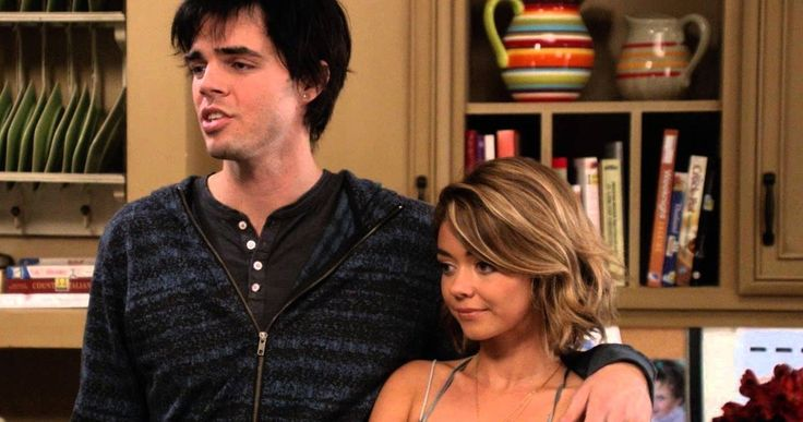 'Modern Family' Star Shares Plastic Surgery Nightmare -- Reid Ewing, who plays Haley's on-again, off-again boyfriend on 'Modern Family', reveals his struggles with Body dysmorphic disorder. -- http://movieweb.com/modern-family-tv-show-reid-ewing-plastic-surgery/