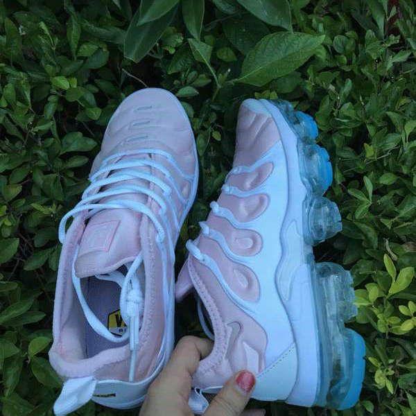 vapormax plus women's pink