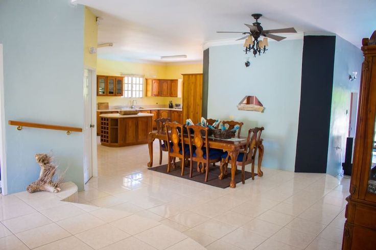 Villa in Scarborough, Trinidad and Tobago. Villa Inn D' Vale is large, newly built villa set on 1 acre in the heart of of the town Scarborough. It is a 4 bedroom, 4.5 bathroom property with a large eat in kitchen and gorgeous swimming pool to the rear of the property.  Villa Inn D' Vale is...