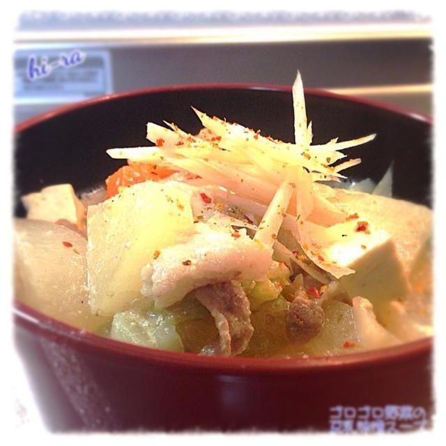 野菜めいっぱい入れたので これだけでお腹いっぱい(^◇^;)… - 144件のもぐもぐ - 『ゴロゴロ野菜の豆乳味噌スープ』 by marron80