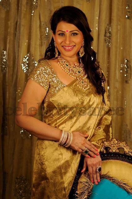Gold Sari | Shreedevi Nekkanti in Gold Saree | Saree Blouse Patterns
