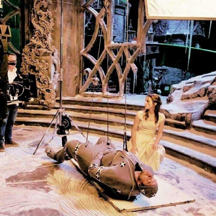 """❤NEW PHOTO❤  ❀ › #NEW   OLD   ⋮ Nuovo/Vecchio scatto di Emma sul set di La Bella e la Bestia    -------------------------------------  @basil.beast: """"#emmawatson #beautyandthebeast""""  Crediti : She Emma Watson   Passate dal nostro gruppo : https://www.facebook.com/groups/445446642475974/  ~EmWatson"""