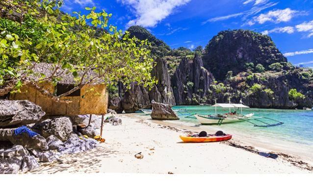 Kayak et bangka sur l'île de Palawan, Philippines.