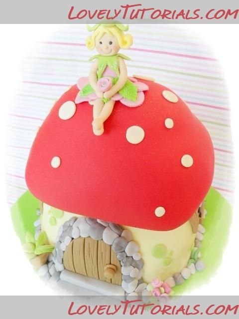Mushroom hut cake tutorial, not in English, but beautifully illustrated with pictures.