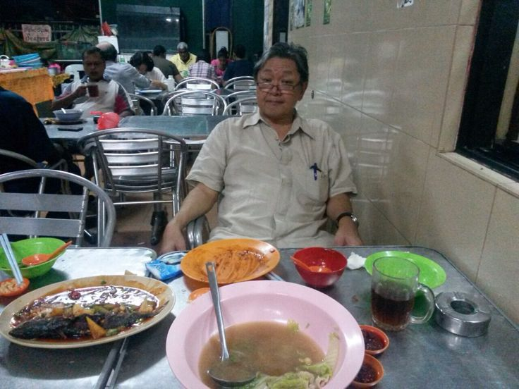 Eat till you drop at Kuala Ampang! Victor missing Vincent, that is why!