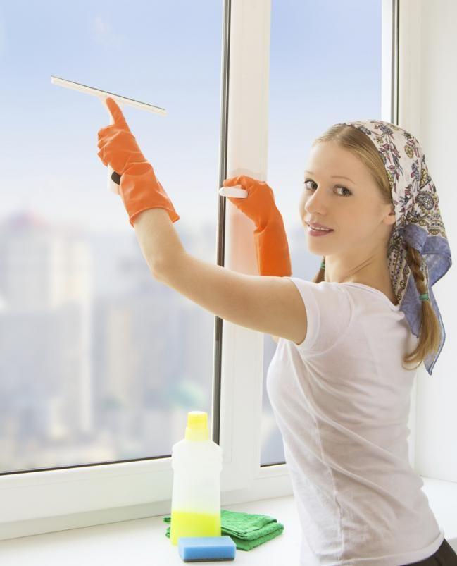 El vinagre para limpiar. Los productos de limpieza que venden en la tienda no son los únicos implementos que podemos usar para la limpieza del hogar, ya que podemos usar otros productos que no encontrarás en la góndolas de productos destinados a la limpieza. En este caso, hablaremos de los usos del v